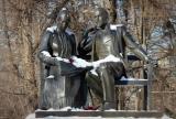 Памятник Ленину и Крупской на Ленинском