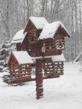Зимняя избушка - для птиц кормушка